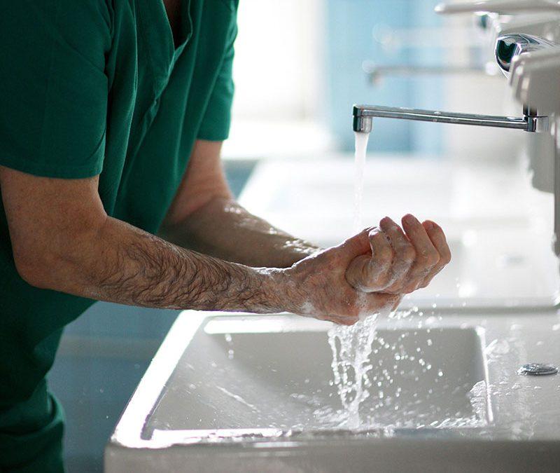 Conheça as etapas da análise e tratamento de efluentes hospitalares