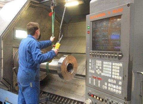 Análises de agentes químicos para setores de manutenção de máquinas e torno